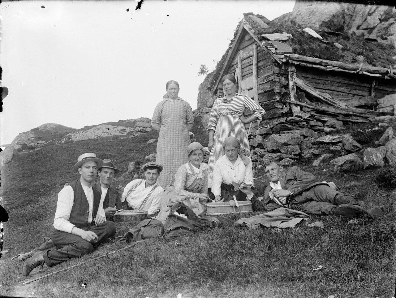 Пикник на горной ферме.