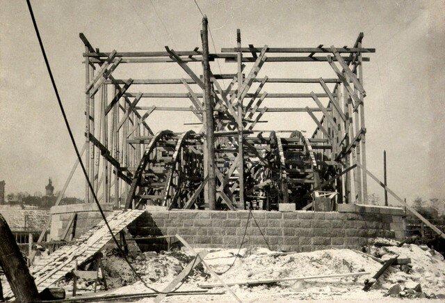 Сооружение подмостей в пролете №1 Март 1935г.