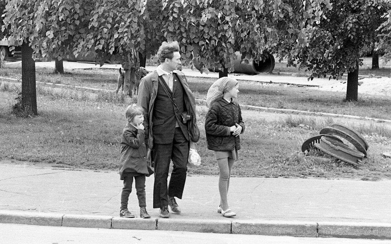 Семья в Москве