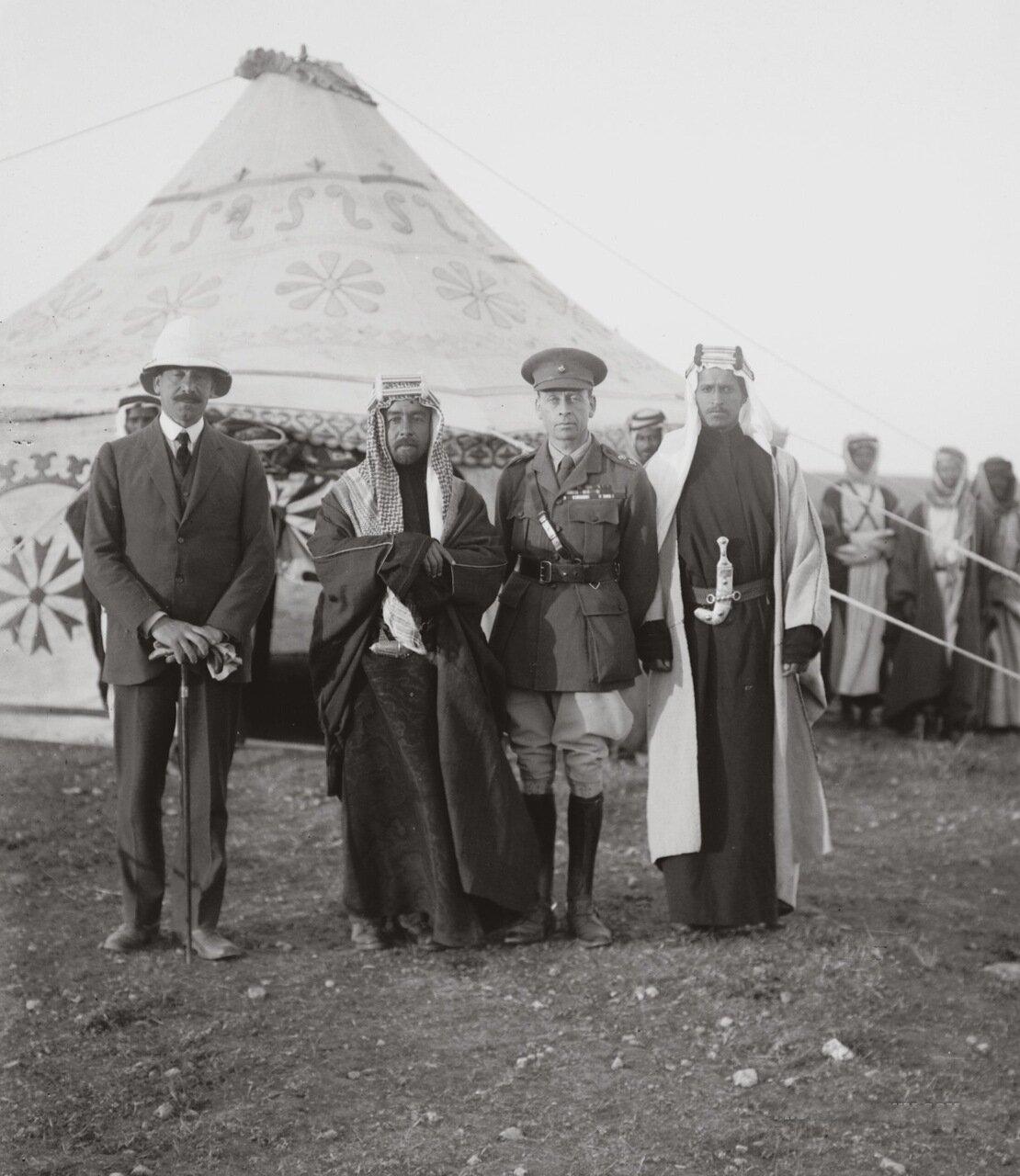 Сэр Герберт Самуэль, эмир Абдулла, сэр Виндам Дидс. Трансиордания. 18 апреля 1921 г.