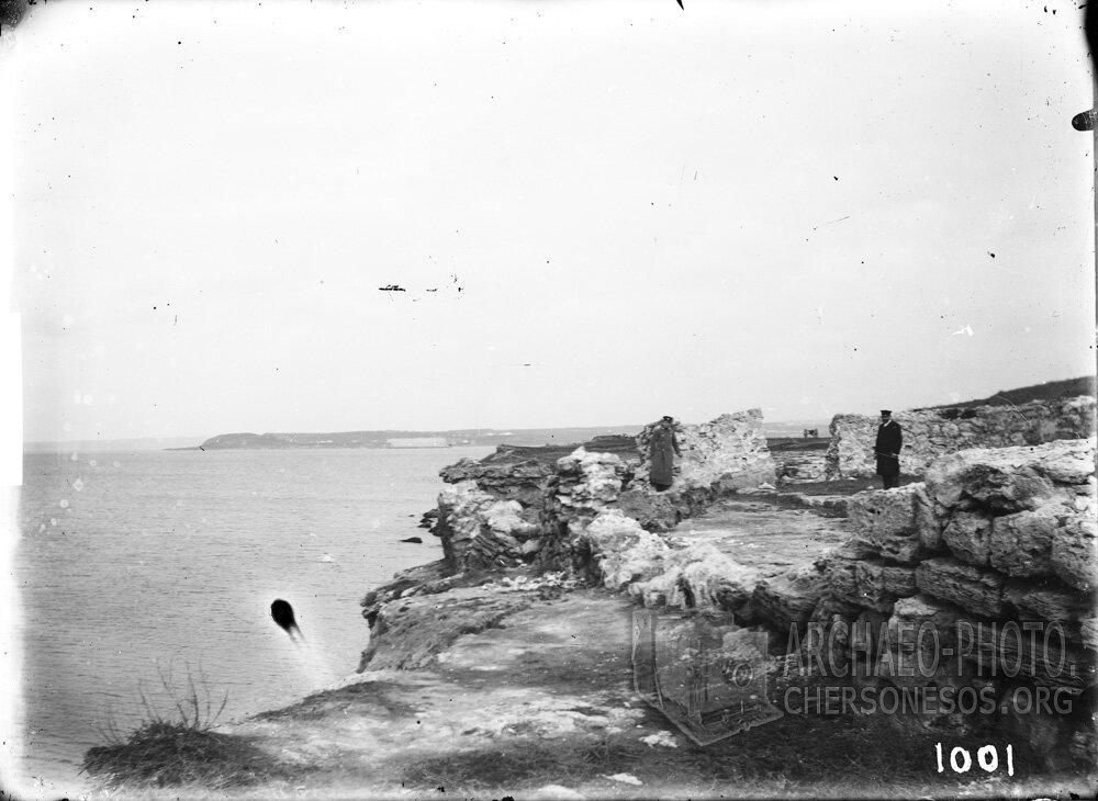 На разломе берега в Уваровской базилике