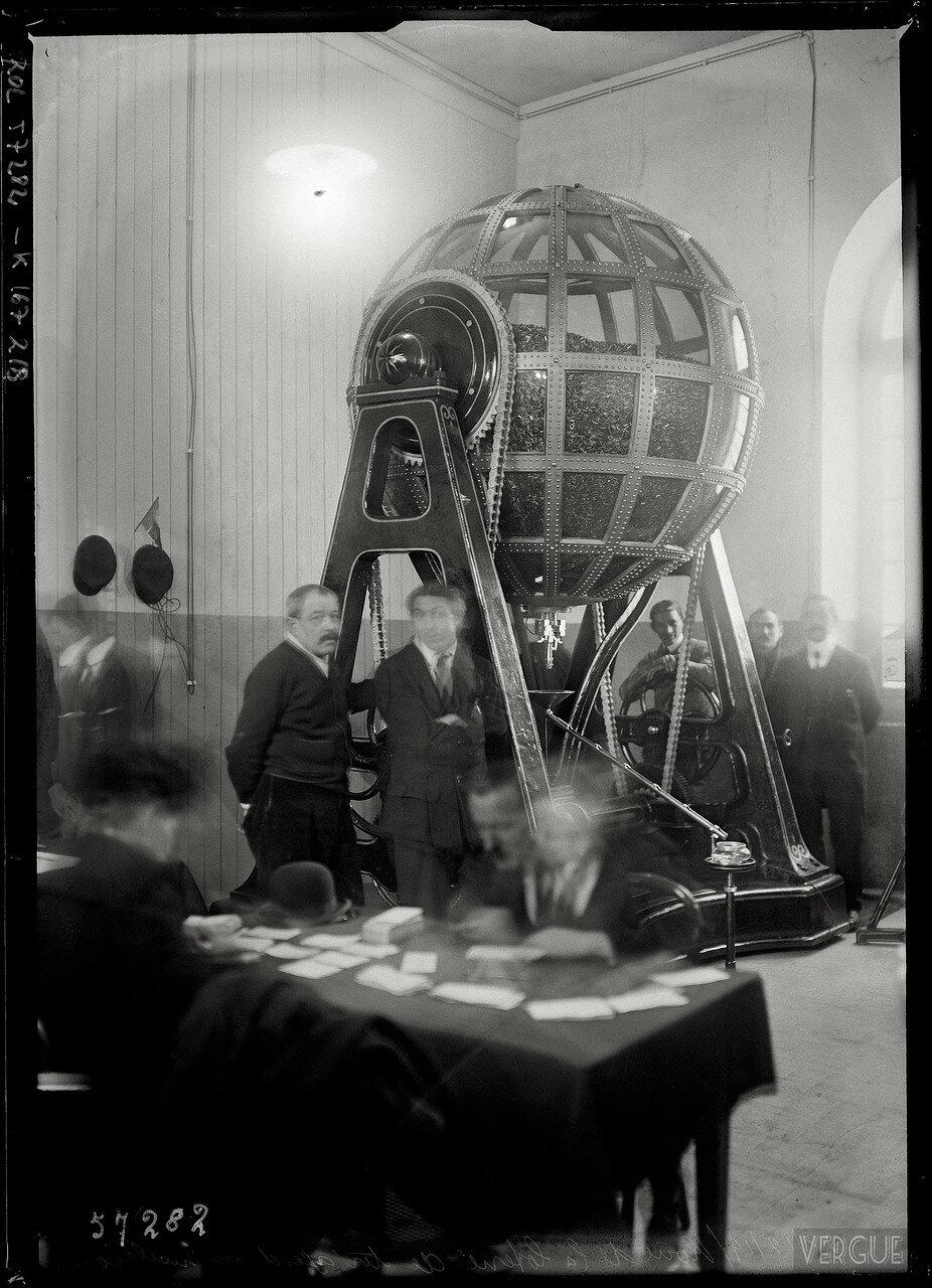 1919. Колесо розыгрыша лотереи с призовым фондом в один миллион. 22 декабря