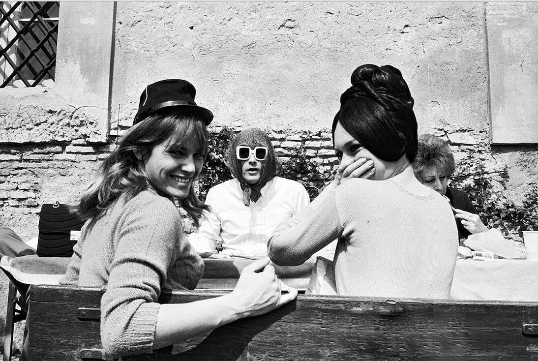 1968. Натали Делон , Ален Делон и Брижит Бардо на съемках фильма «Три шага в бреду»