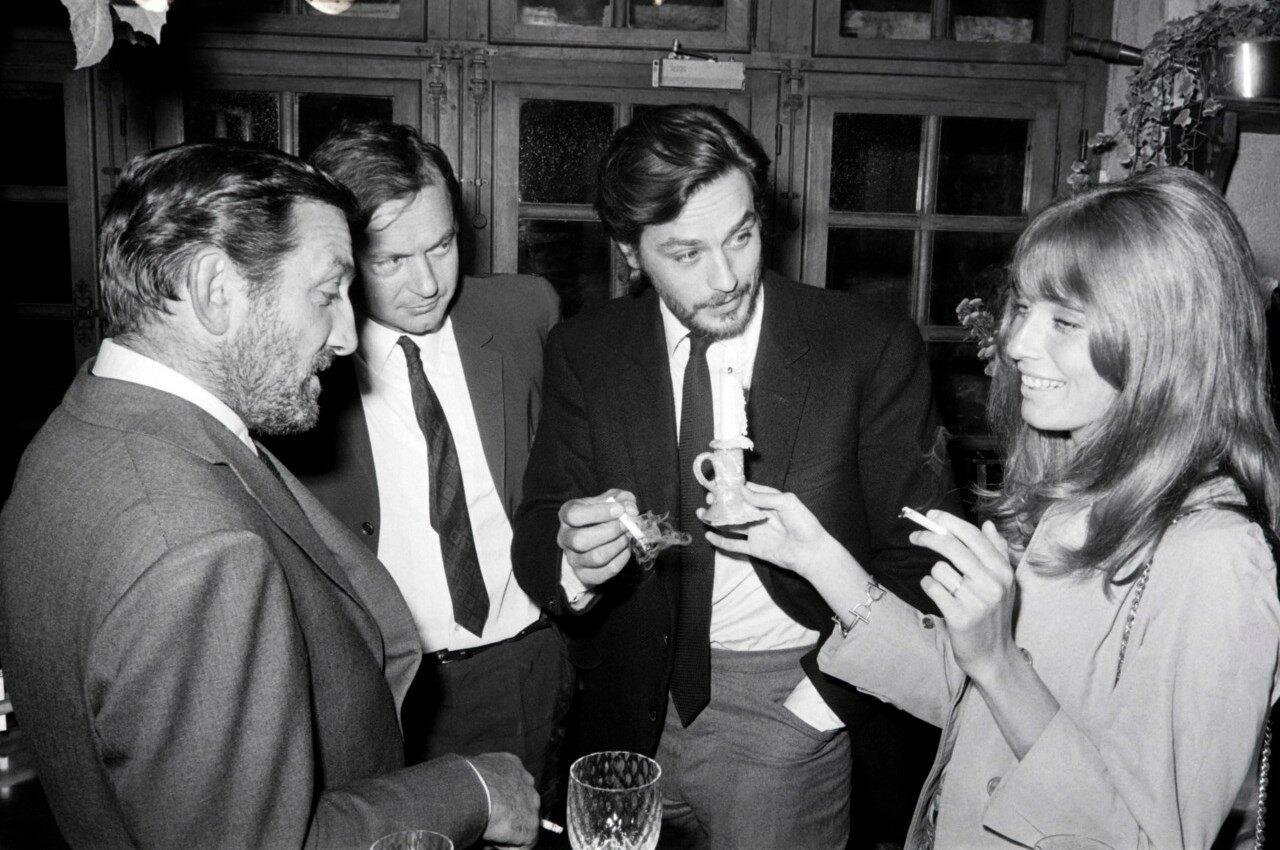 1967. С Лино Вентура, Робертом Энрико и Джоанной Шимкус до начала съемок фильма «Искатели приключений»