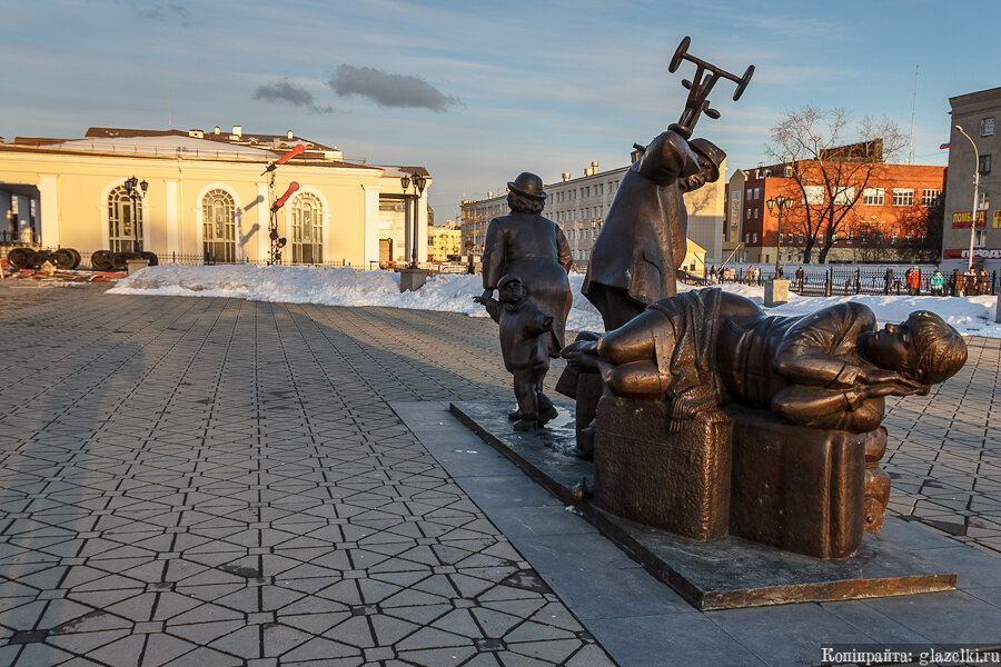 Екатеринбург. Скульптура Пассажиры.