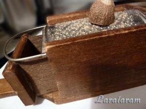 Мускат и тёрка для мускатного ореха