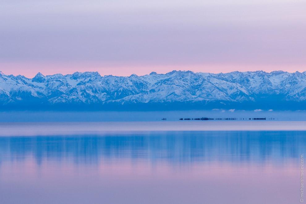 Закат на озере Иссык-Куль :