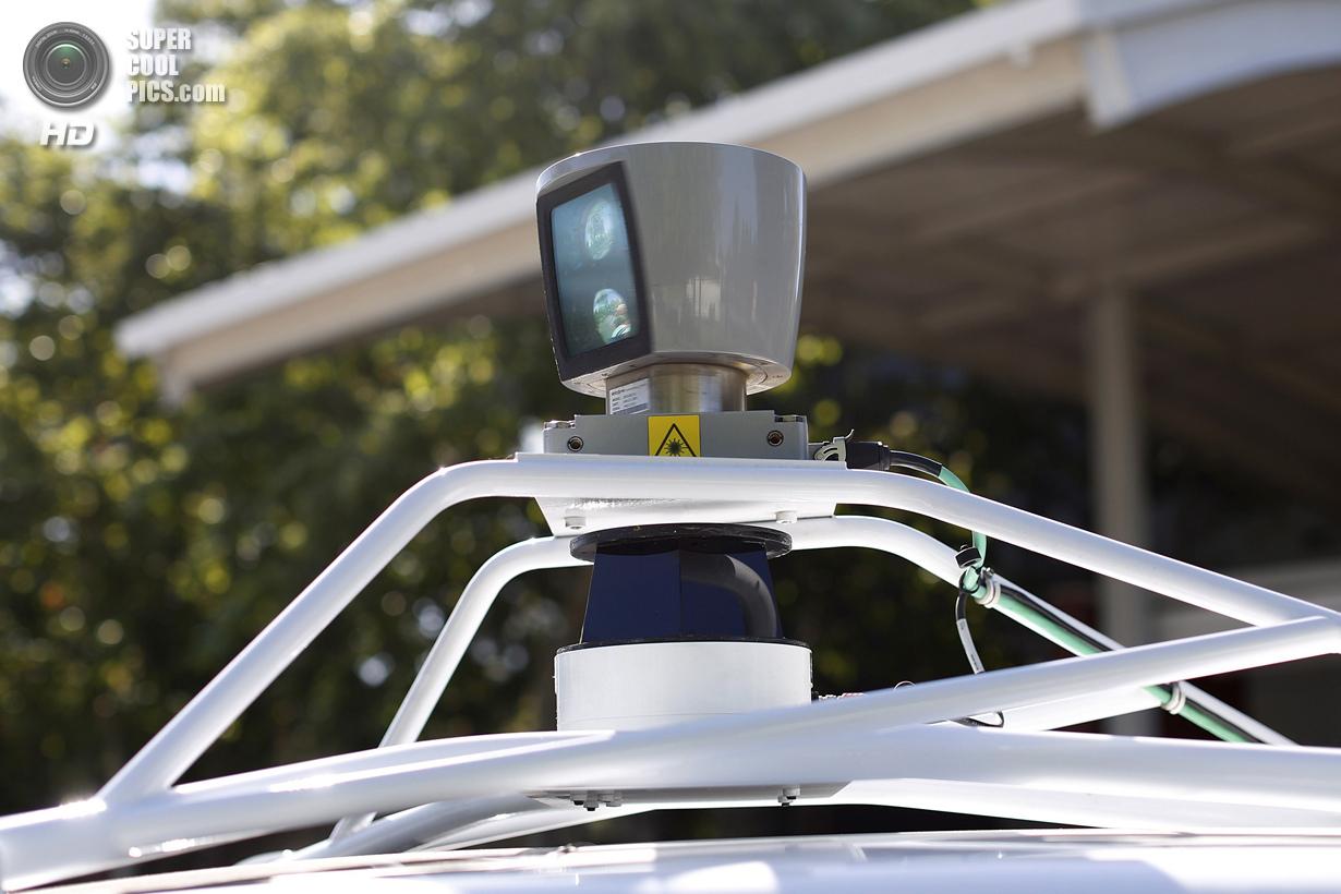 США. Маунтин-Вью, Калифорния. 13 мая. Сенсор на крыше. (REUTERS/Stephen Lam)