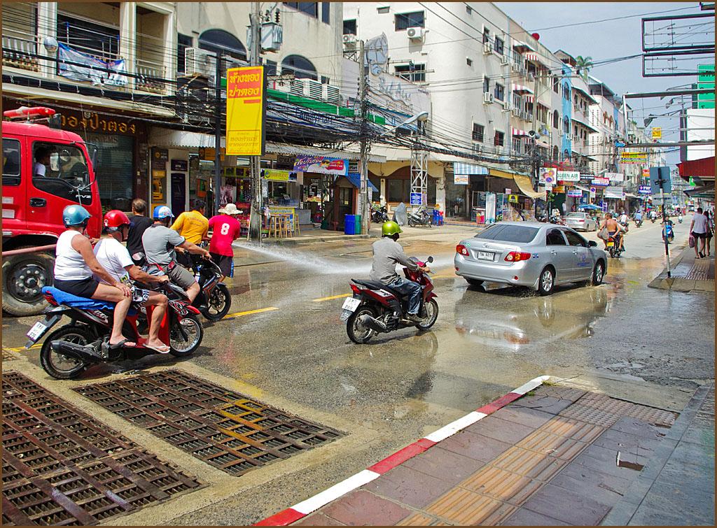 Помыть улицу