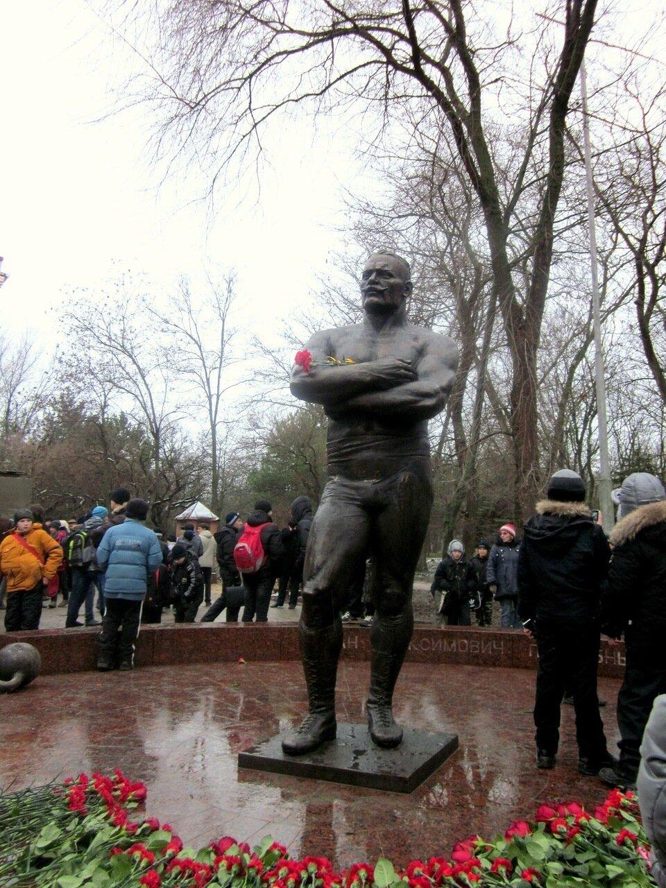 Фотографии Светланы Левады, Ейск, декабрь 2011, памятник Поддубному