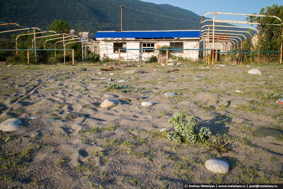 Заброшенное кафе на побережье черного моря