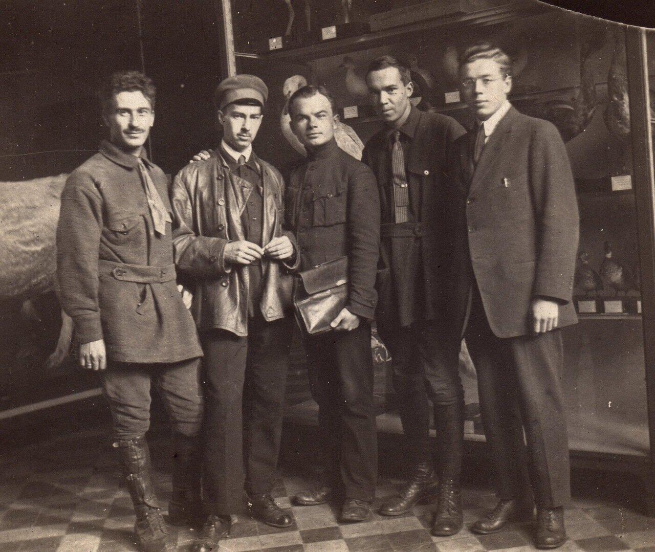 1923 г, 6 октября, в Зоомузее МГУ. Л.Б. Беме, О.А. Харузин, Л.А. Портенко, А.Н. Формозов, В.Г. Гептнер