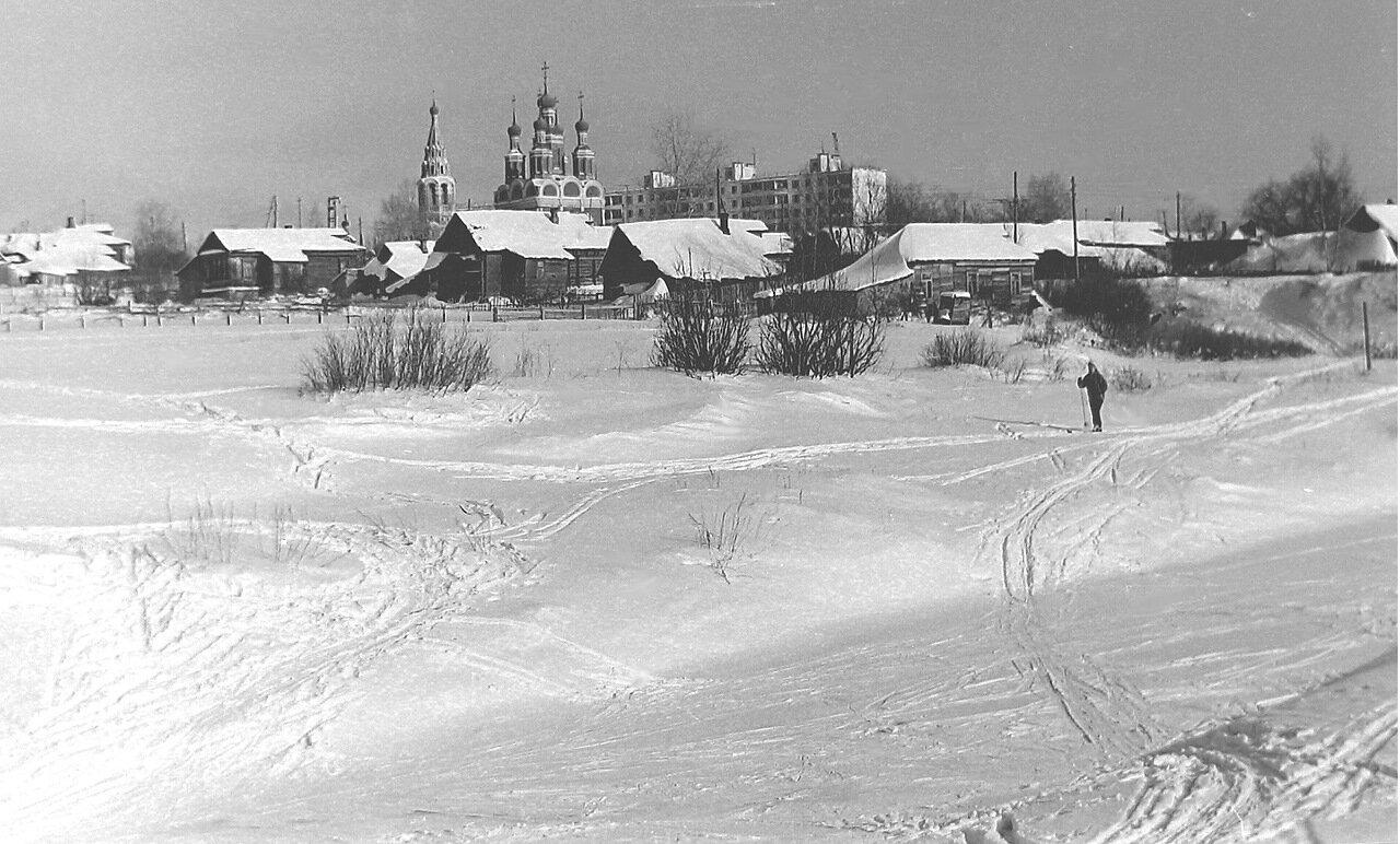 Москва, Юго-запад, церковь Михаила Архангела, дер.Тропарёво, примерно 1972 г.