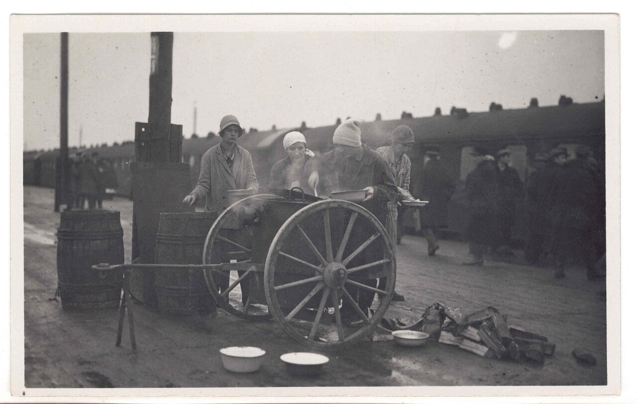 Точка питания на рижском вокзале 1929 г.