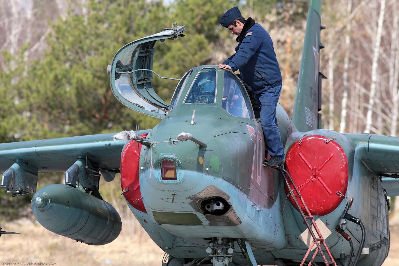 Sukhoi Su-25 Frogfoot - Page 3 0_b98db_f9cd229e_orig