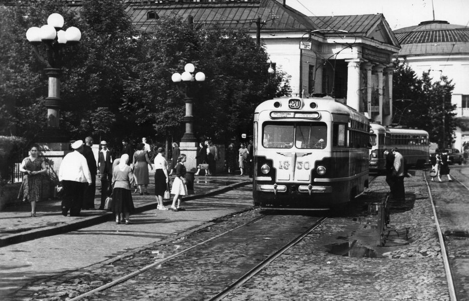 1958.08. Трамвай на Красной площади. Фото: Примаченко А.