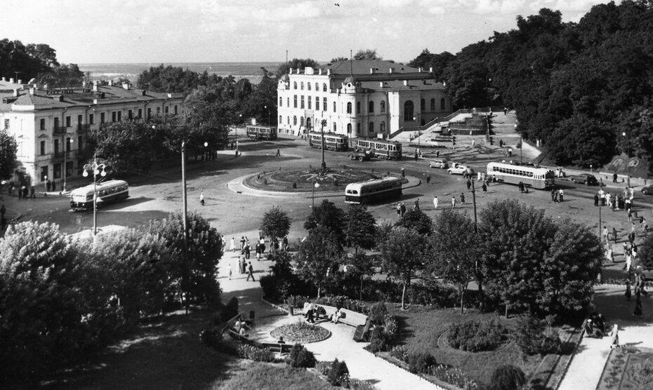 1953.08. Площадь Сталина (сейчас Европейская площадь)