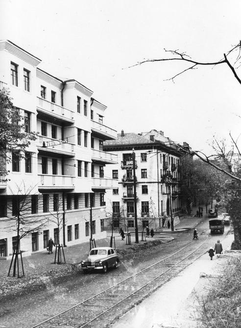 1955.11. Угол улиц Обсерваторной и Новопавловской (теперь улица Юрия Коцюбинского)