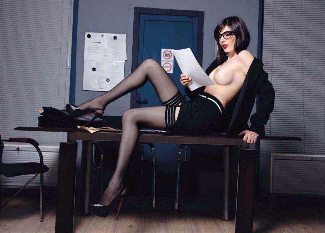 Смотреть фото секретарш в сексте в чулках 17 фотография