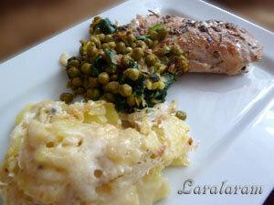 Картофельный гратен, курица и овощи