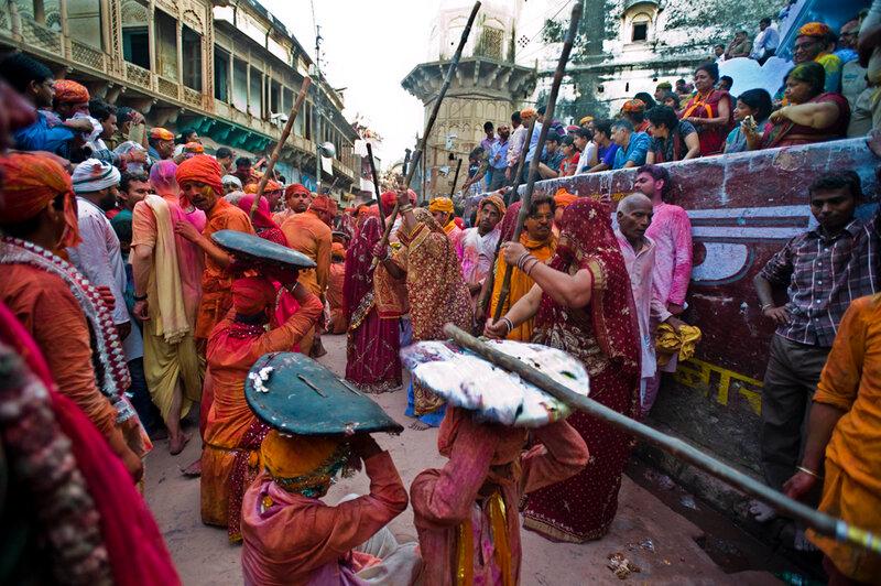 (2)INDIA-MATHURA-SOCIEDAD-FESTIVAL