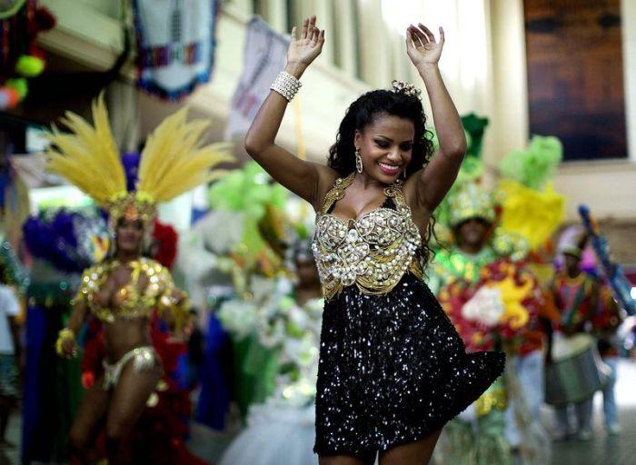 Секс массаж бразильских девушек с карнавала 23 фотография