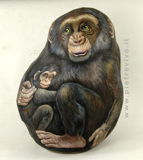 изображение обезьян на камне