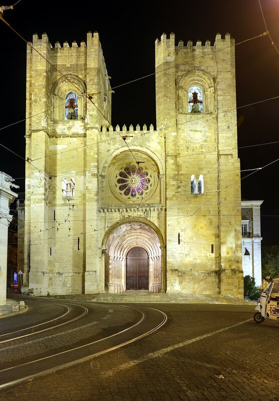 Night Lisbon. Cathedral