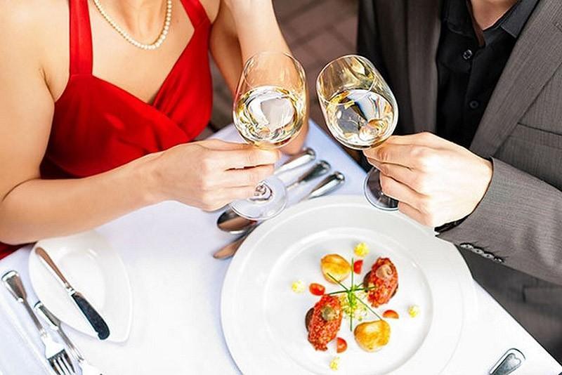 9. Правило девятое: вечер — время взрослых, а один выходной в месяц — ваш «медовый уик-энд» Все фран