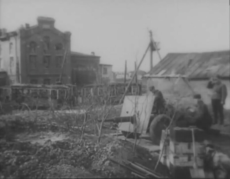 Пушка «Ленинградка» у баррикады на Петергофском шоссе