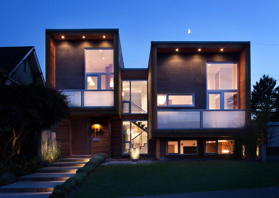 Квадратный дом для большой семьи в Канаде