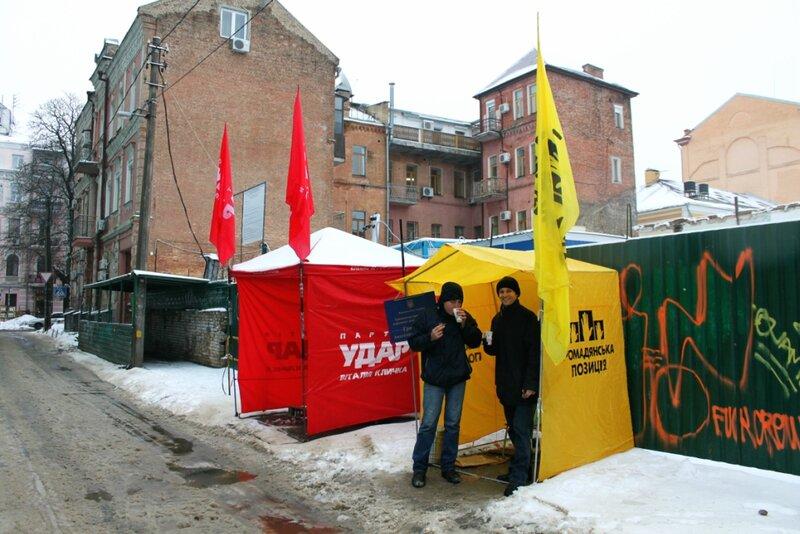 Палатки Удар и Гражданская позиция в Десятинном переулке