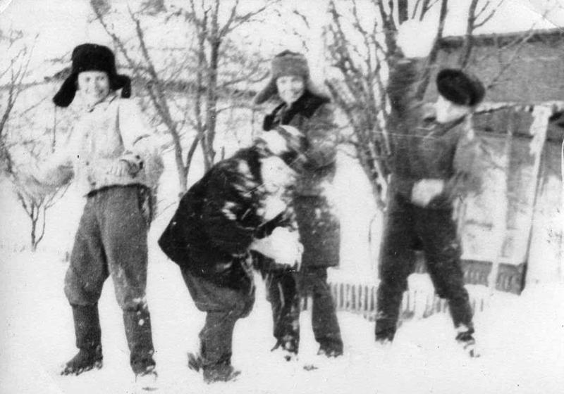 Вспоминая... снежные крепости в детстве