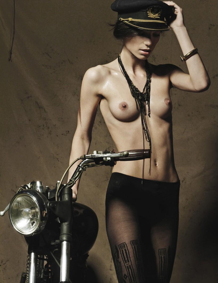 -Беспечный ездок- Марта Мендес (Marta Mendes) в журнале Blow Magazine / фотограф Ismael Prata