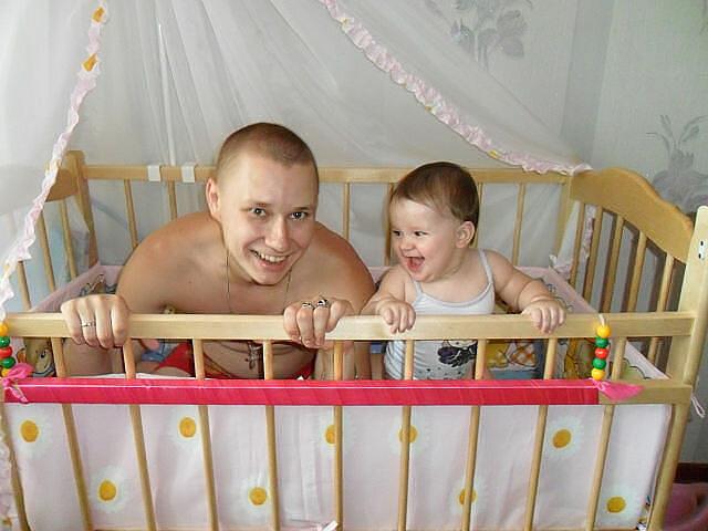 Kako tate čuvaju decu :) 0_7b4e8_41aa5111_XL