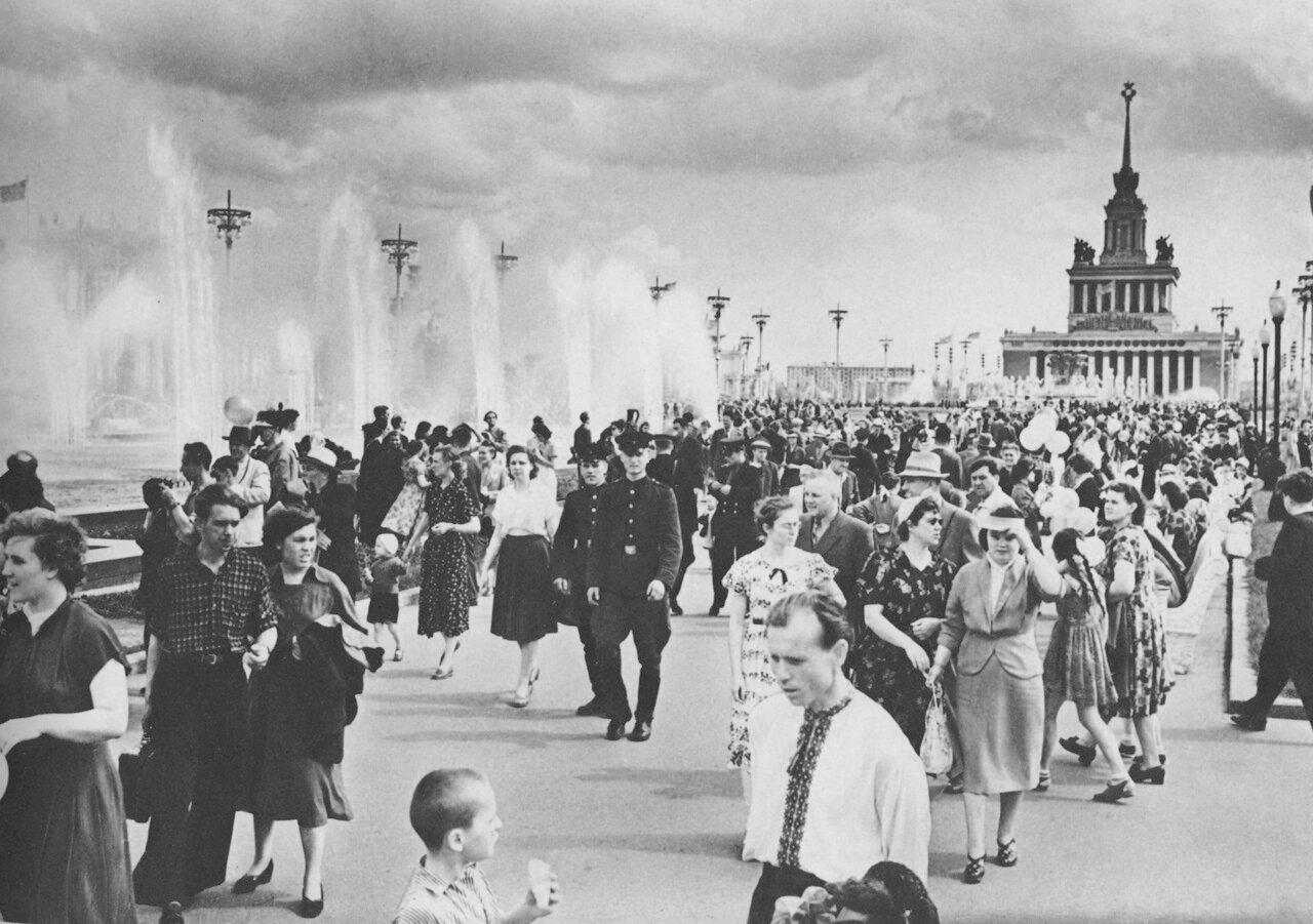На Выставке достижений народного хозяйства СССР