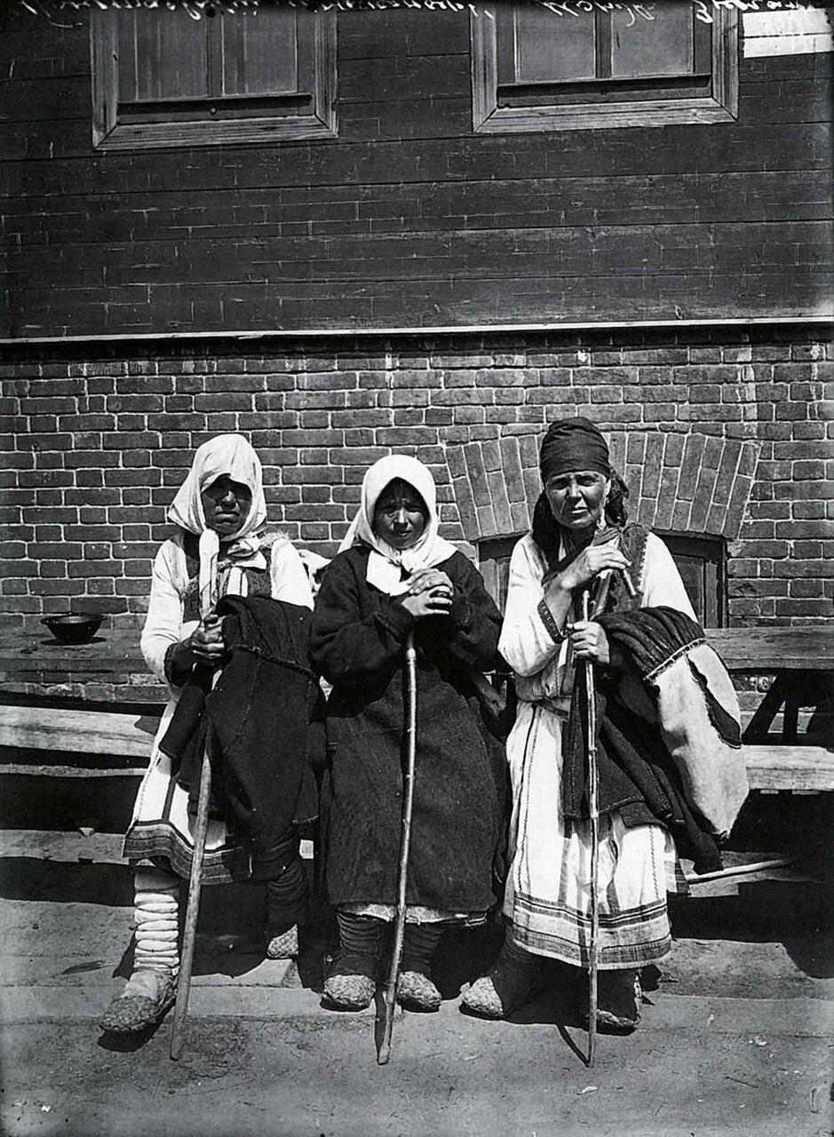 Типы богомолок в Серафимо-Понетаевском женском монастыре. 1904.