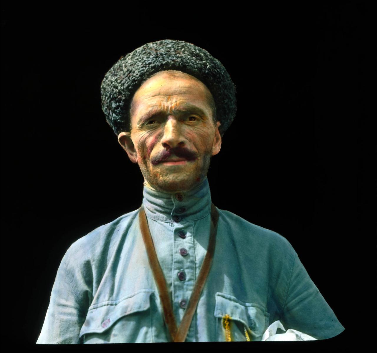 Москва. Мужчина в каракулевой шапке
