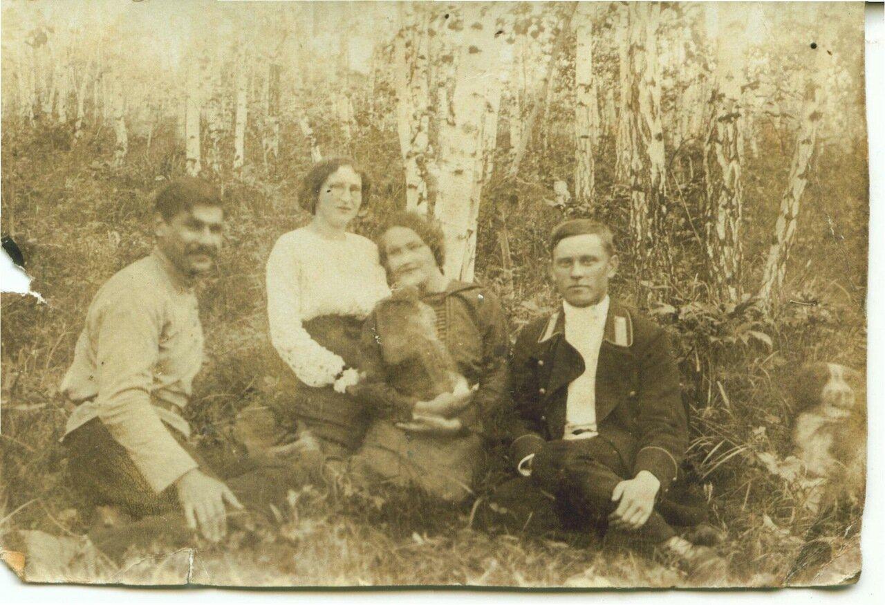 На пикнике.1912