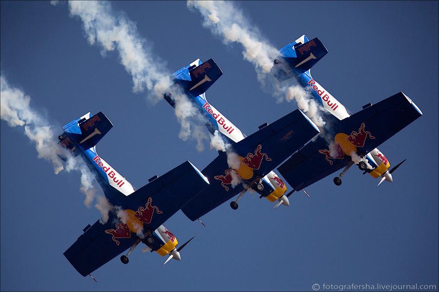 Авиашоу в Индии: пилотажная группа Flying Bulls