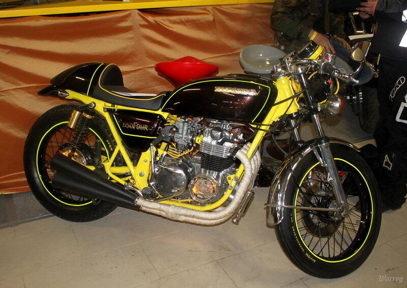 Мотоцикл Honda 550 Four. В прошлом году выставлялась в кастом-зоне