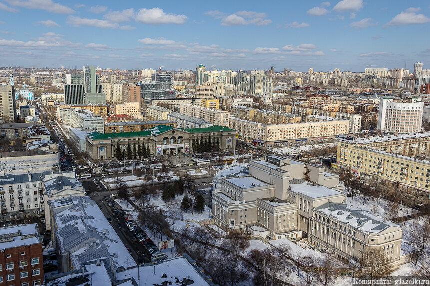 УрГУ и театр оперы и балета. Екатеринбург.