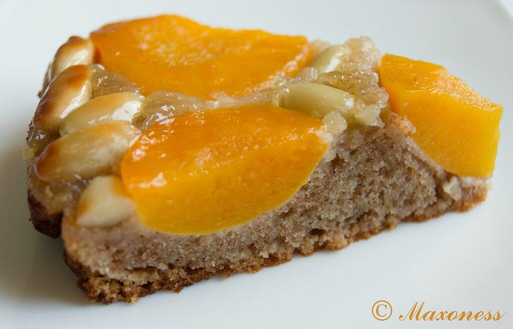 Пирог-перевертыш с абрикосами и миндалем
