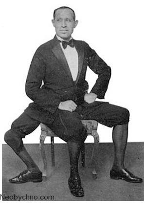 человек с тремя ногами