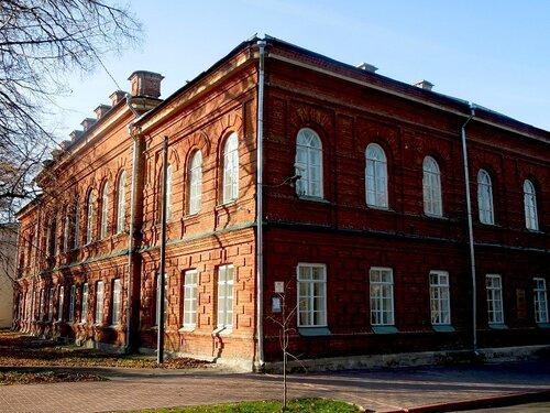 Здание гимназии.