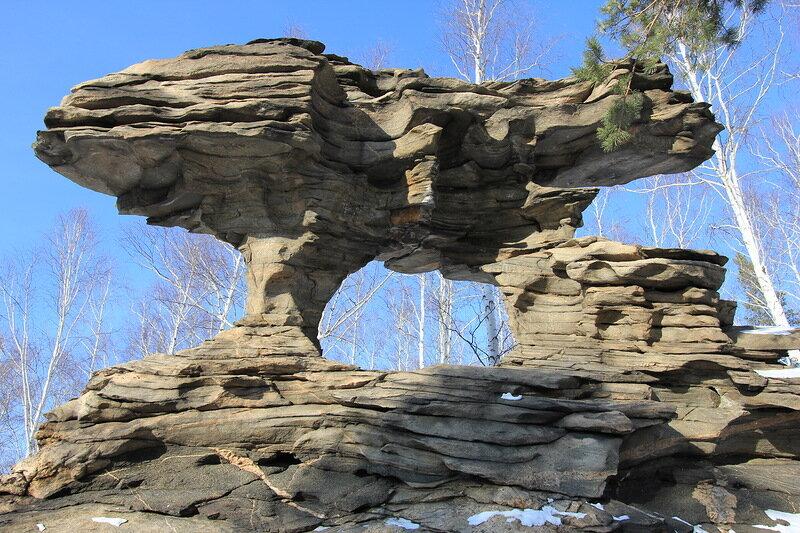 Каменные ворота называют Дыроватым камнем (06.05.2013)