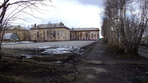 Фото города Инта №4288  Автопарковка, расположенная юго-восточнее Полярной 11 05.05.2013_12:24