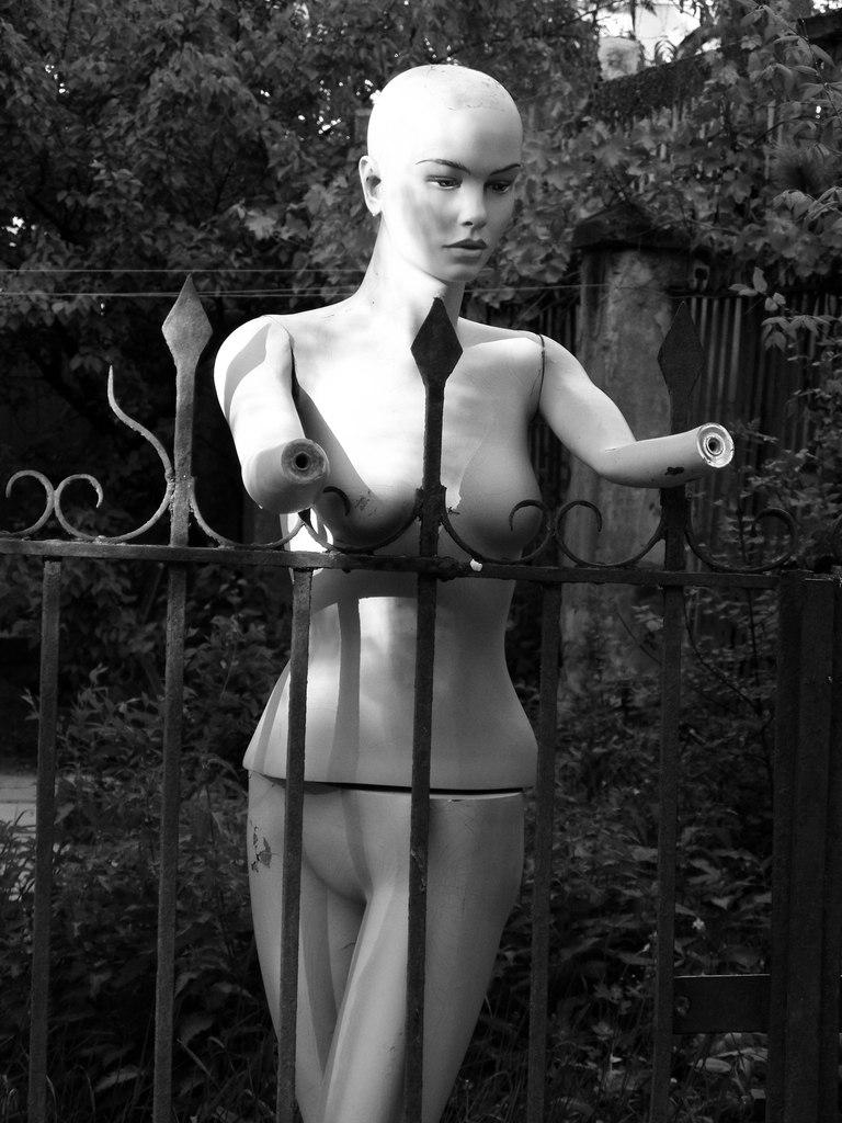 манекен на улице