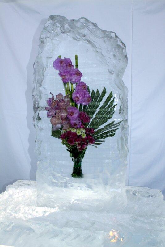Цветы в глыбе льда