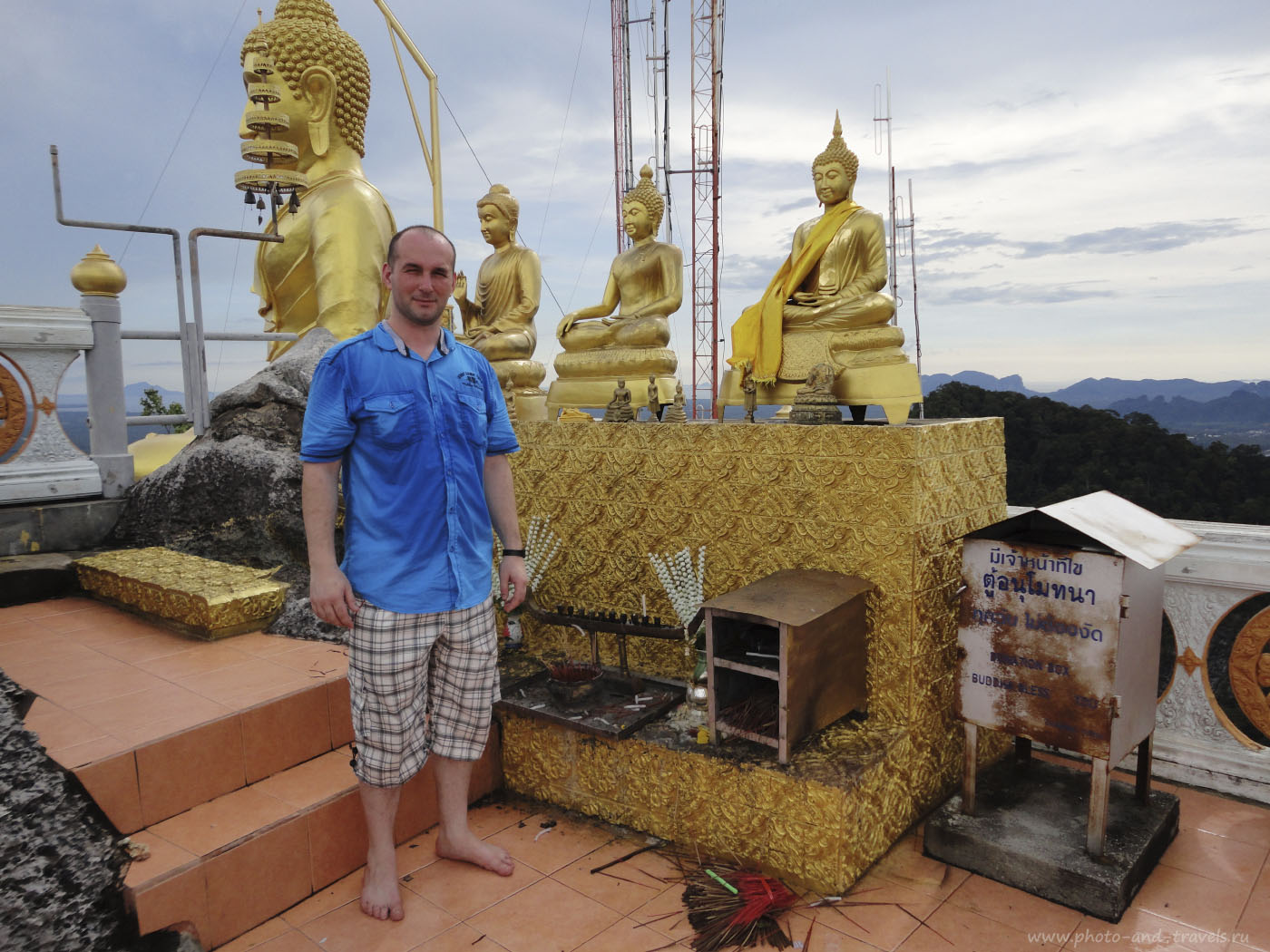 Фото 9. На вершине скалы храма Ват Там Суа. В 2013 году мы проехали 1200 км за рулем по Шри-Ланке. Только тогда я узнал, что у буддистов категорически запрещается фотографироваться спиной к Будде. Можно нарваться на неприятности. Отзывы туристов о поездке в отпуск в Таиланд.